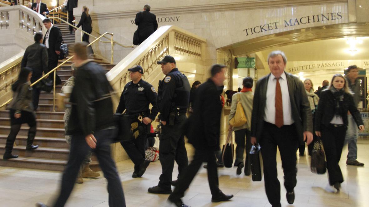 Policisté na nádraží v New Yorku