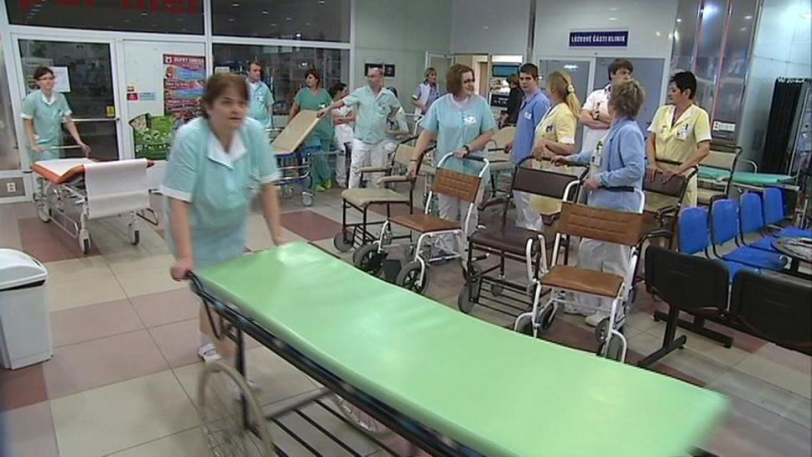 Čekání na pacienty ...