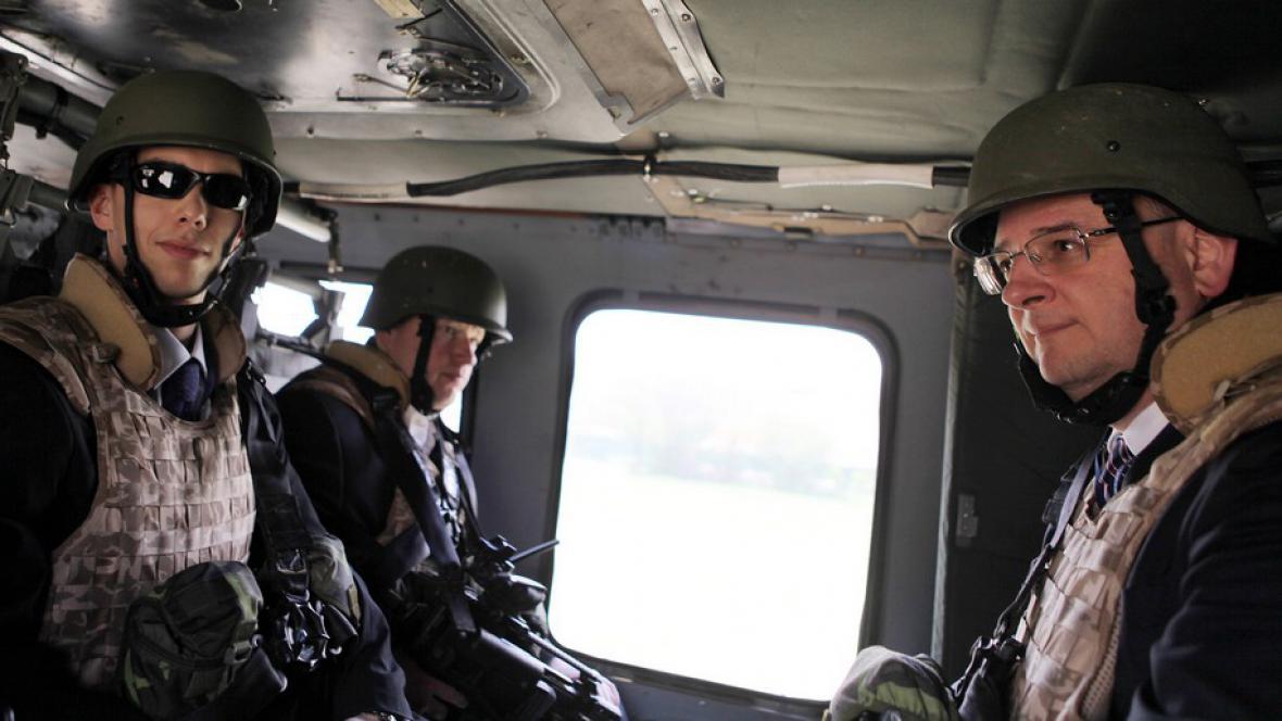 Petr Nečas (vpravo) při své druhé návštěvě Afghánistánu
