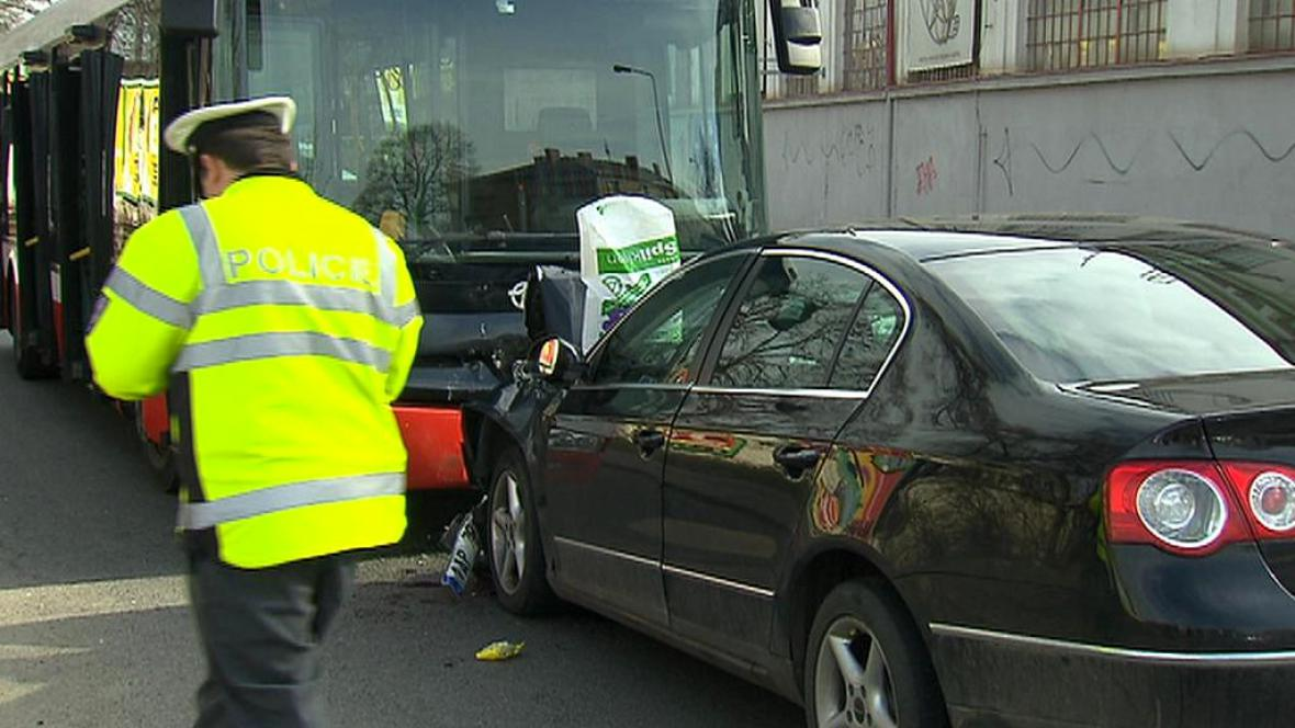 Nehoda v pražské ulici V Korytech