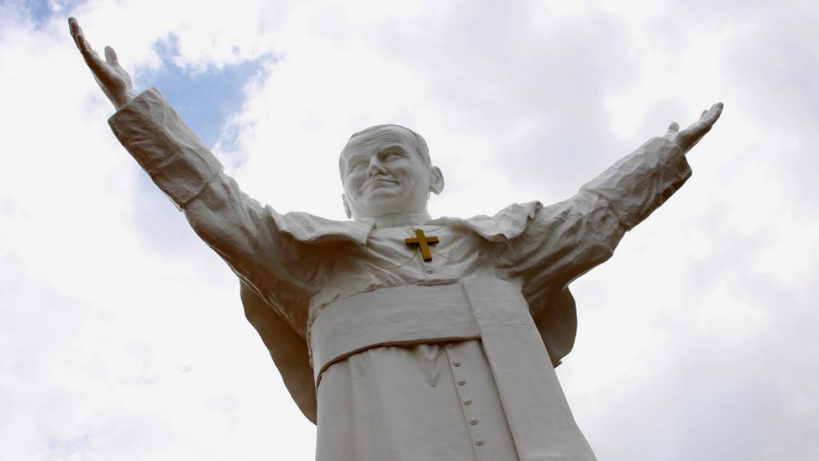 Obří socha papeže v Čenstochové