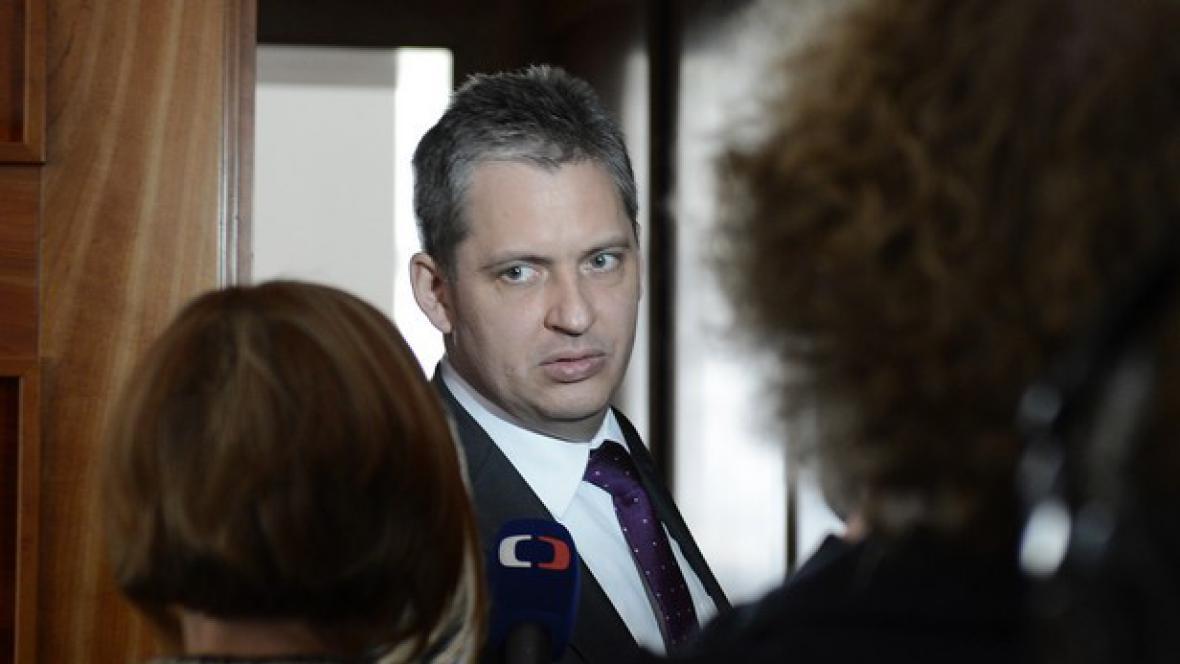 Jiří Dienstbier na schůzi Senátu