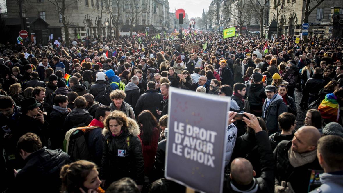 Francouzi manifestují na podporu homosexuálů
