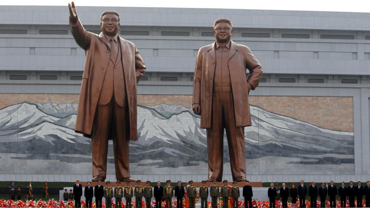 Odhalení sochy Kim Čong-ila