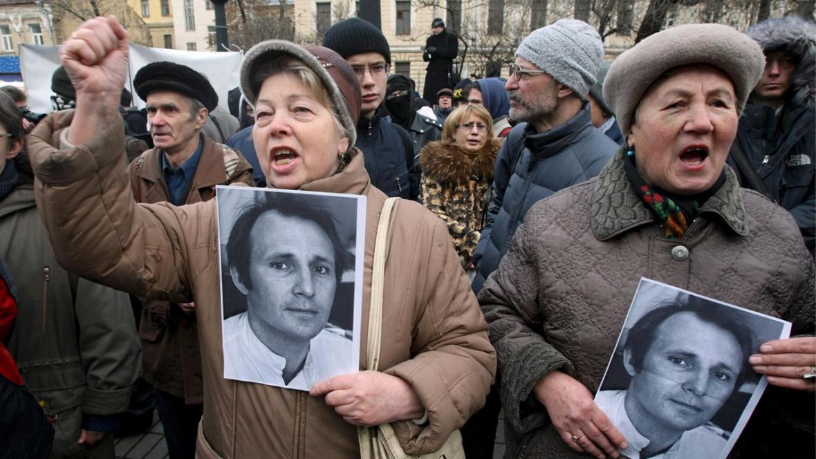 Demonstrace na podporu novináře Beketova