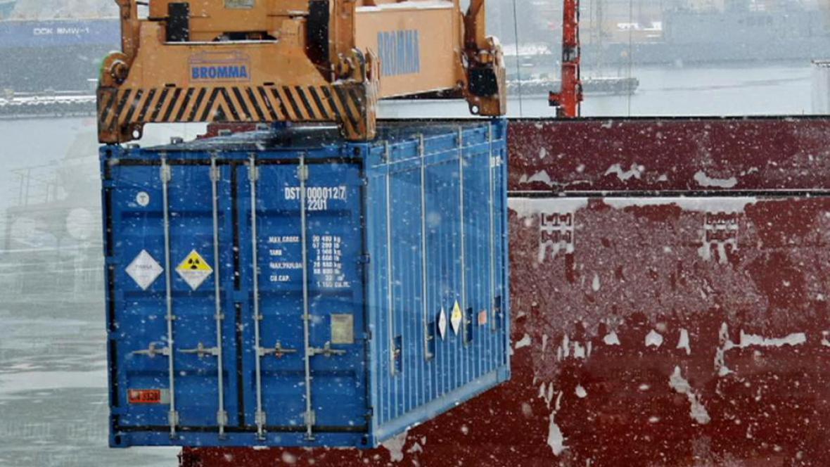 Kontejnery s vysoce obohacený uranem z ústavu v Řeži