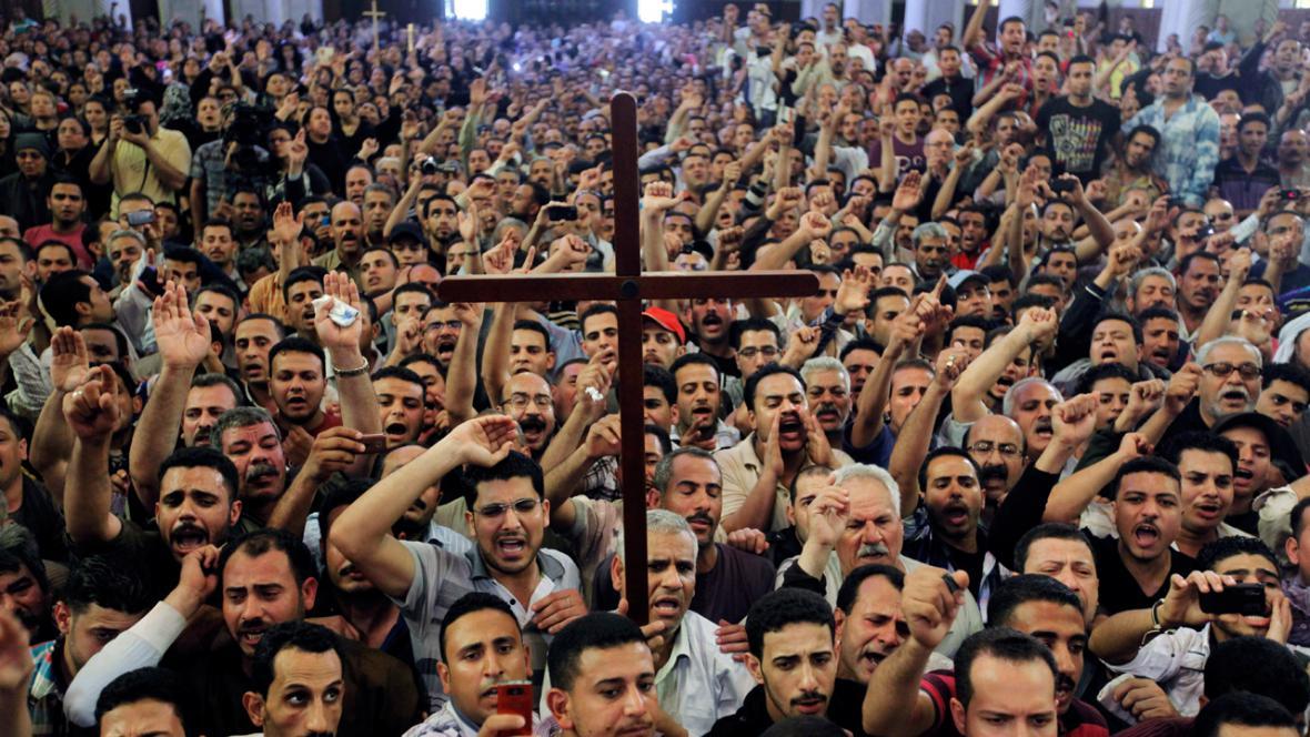 Pohřeb koptských křesťanů v Káhiře