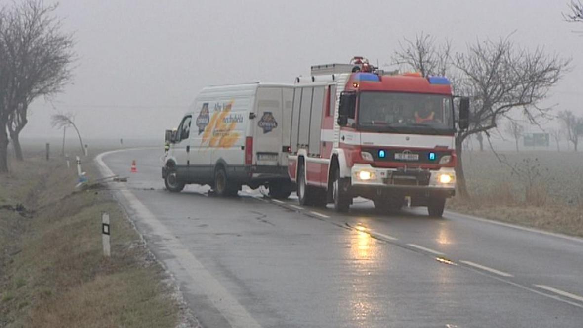 Nehoda na namrzlé silnici