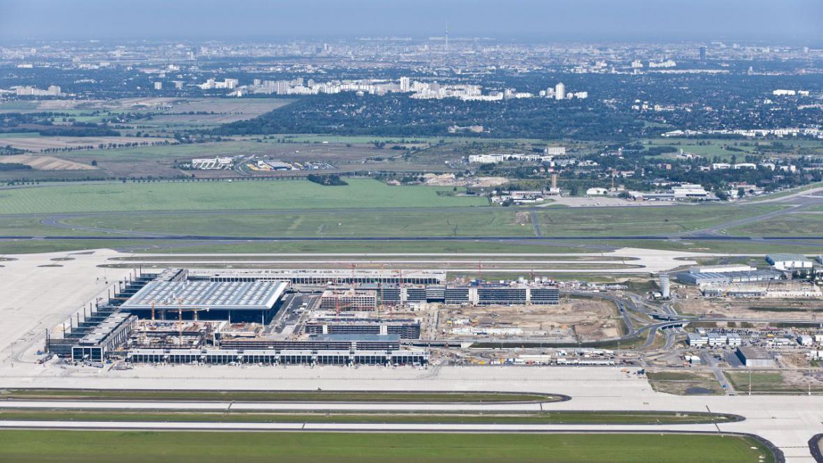 Letecký pohled na nové berlínské letiště (2011)