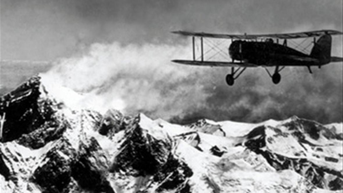 První přelet nad Mount Everestem