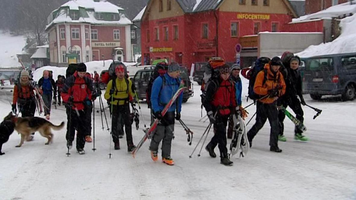 Dobrovolní nosiči na Sněžce