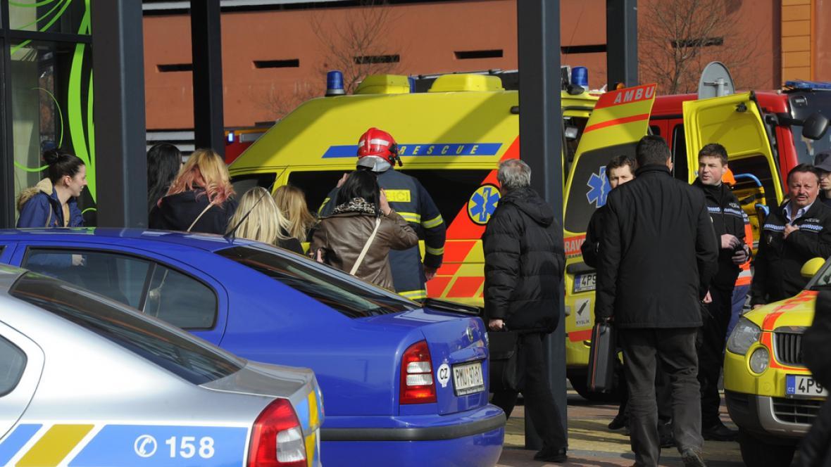 Vyšetřování zříceného stropu v obchodním domě Plzeň Plaza