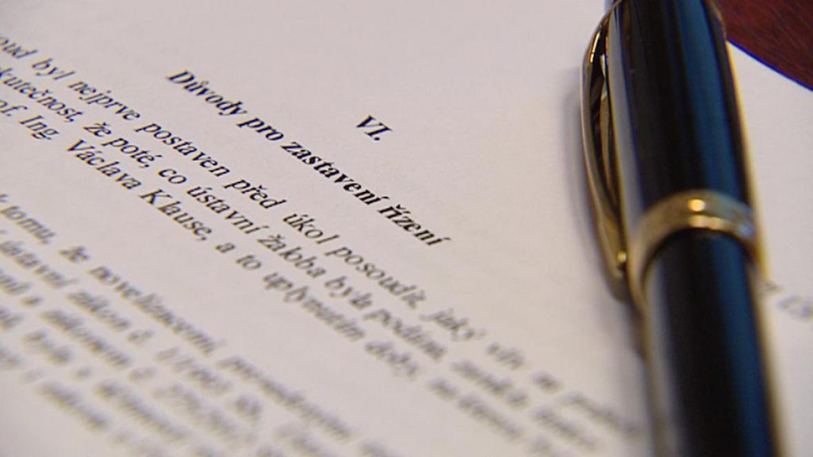 Ústavní soud zastavil řízení s Klausem