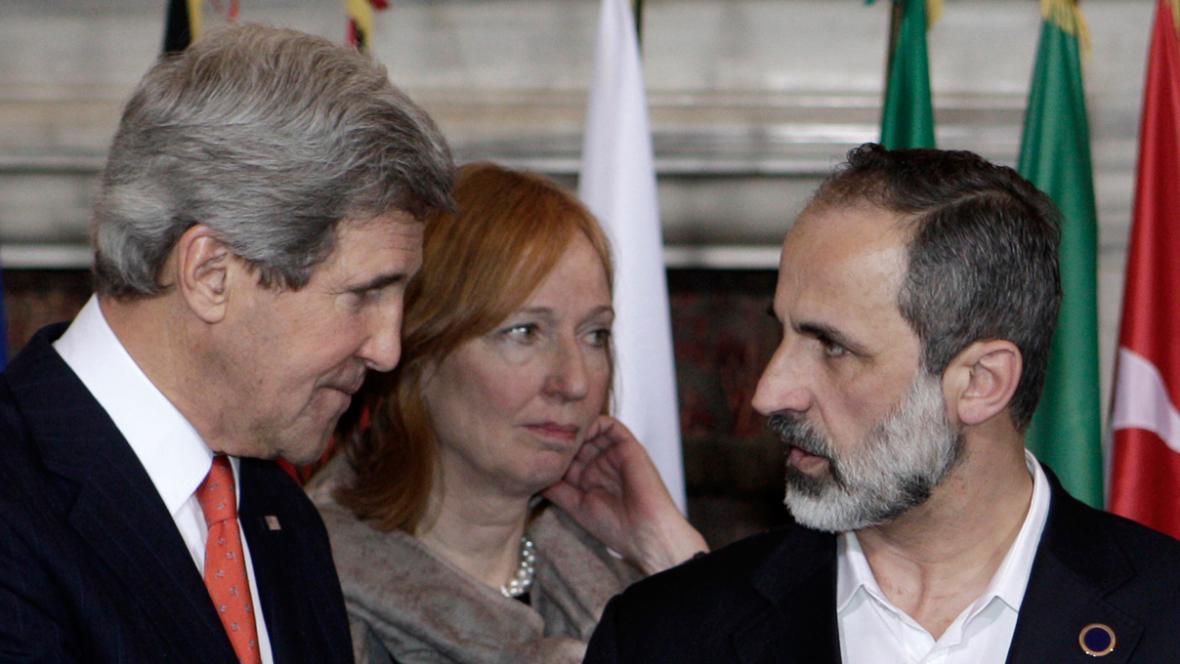 John Kerry a Ahmad Muáz Chatíb