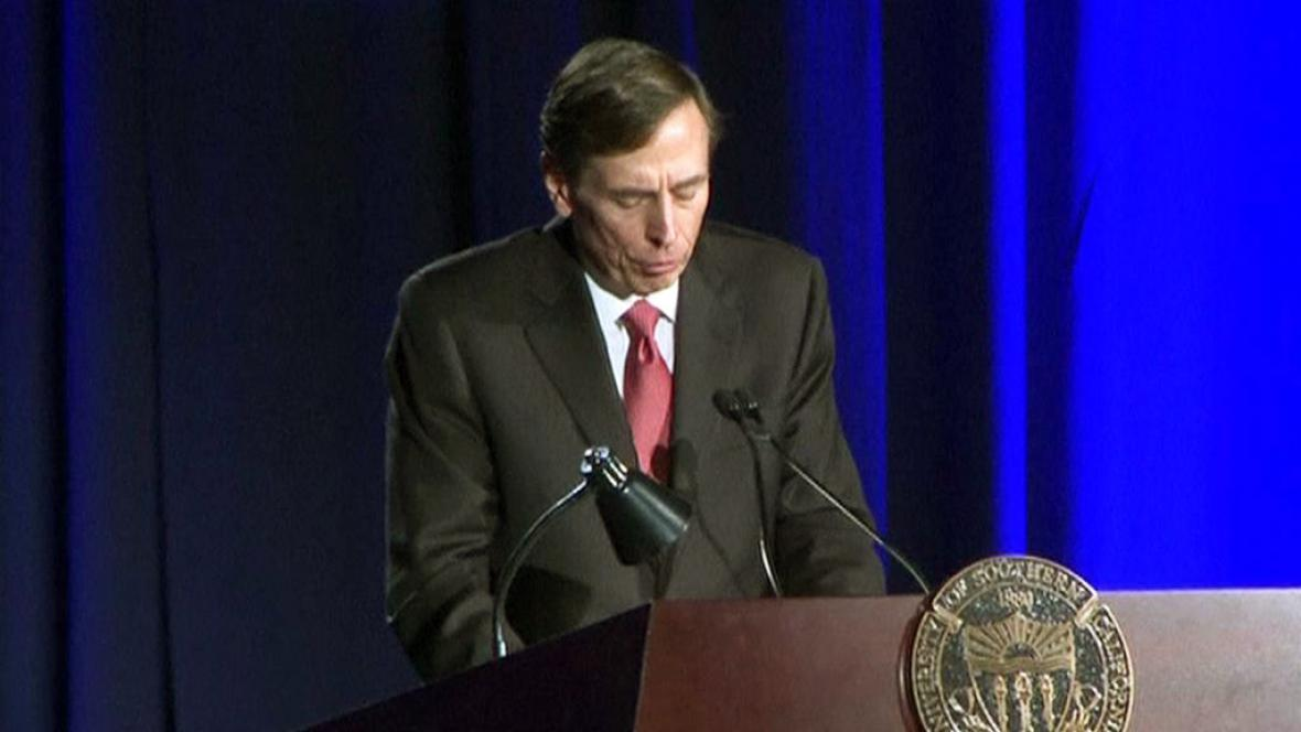 David Petraeus při projevu na Univerzitě Jižní Kalifornie