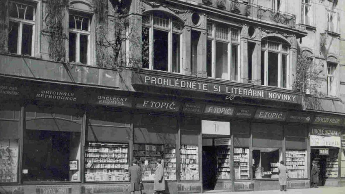Topičův salon na archivním snímku