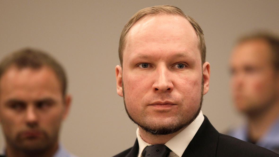 Anders Breivik poslouchá vynesení rozsudku
