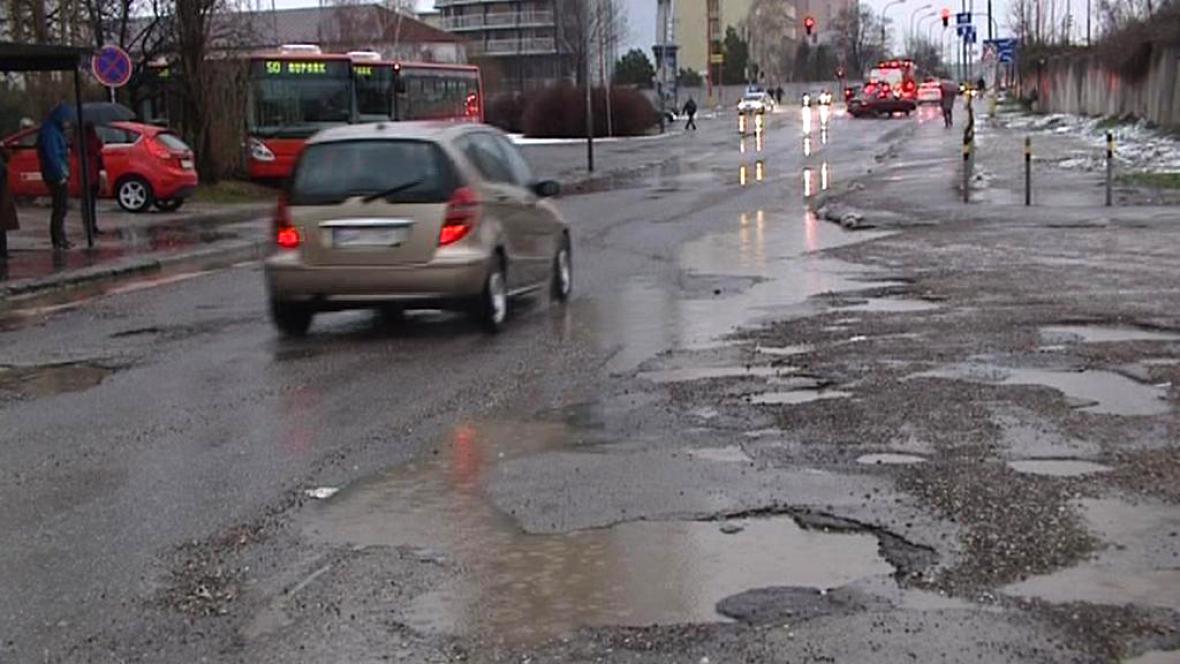 Po zimě jsou bratislavské silnice v katastrofálním stavu