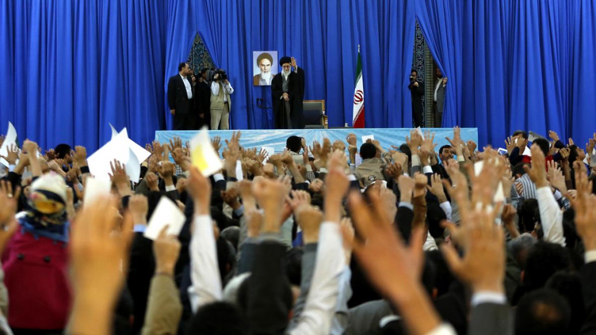 Alí Chameneí zdraví Íránce během oslav perského Nového roku
