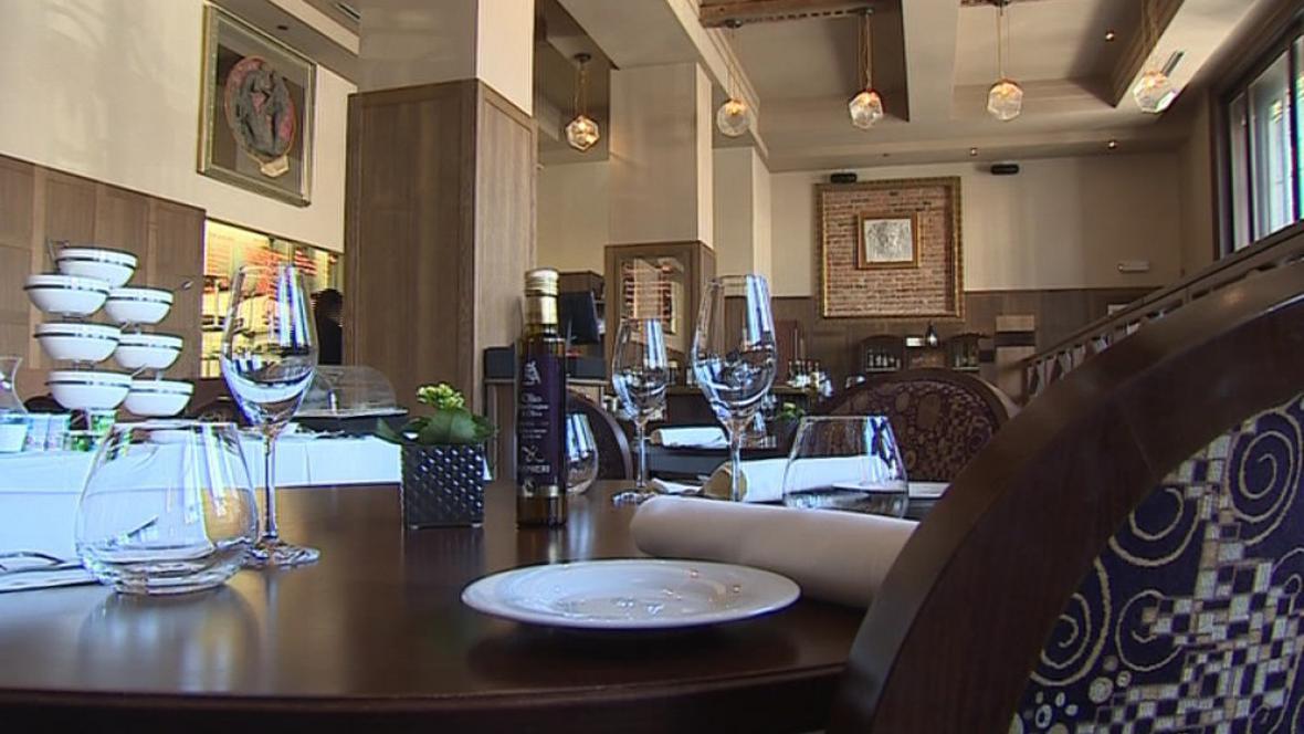 V hotelové restauraci musí být vše připraveno do posledního detailu