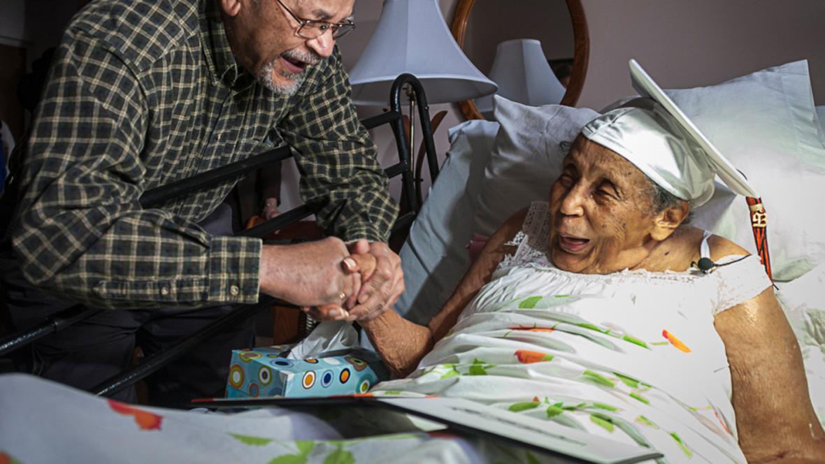 Reba Williamsová dostala ve 106 letech maturitní vysvědčení