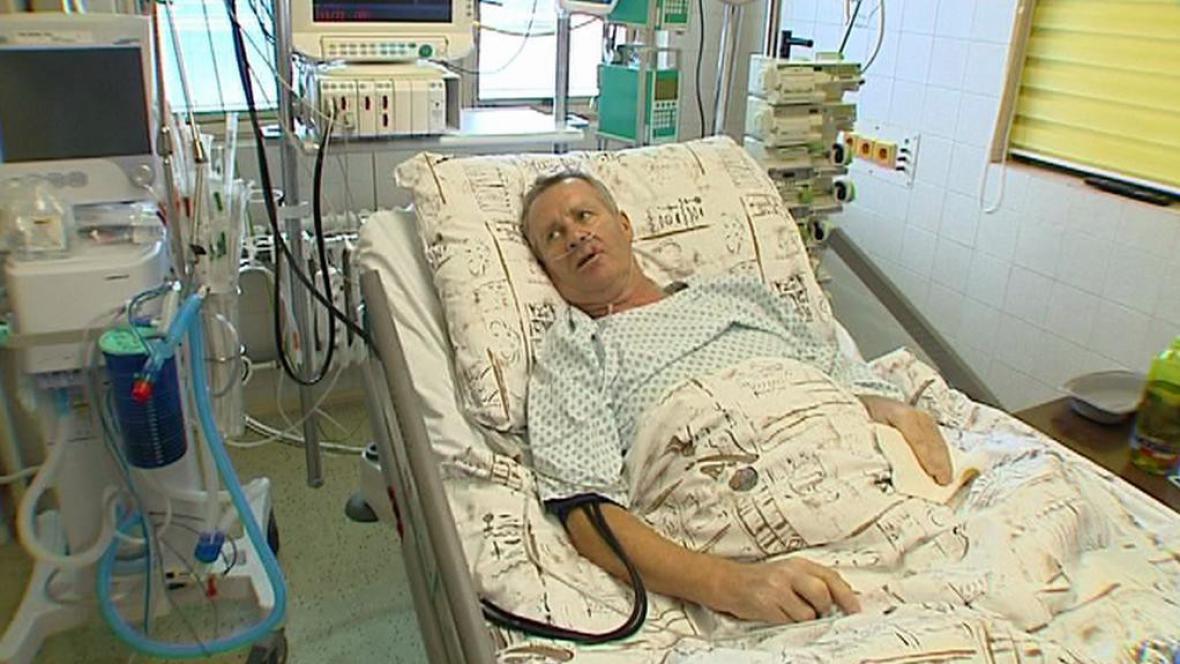 Jiří Tříska zraněný při výbuchu domu ve Frenštátě