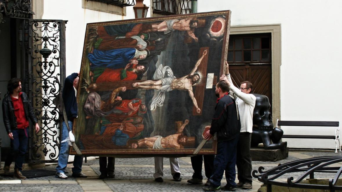 Stěhování obrazu Ukřižování do mikulovského zámku