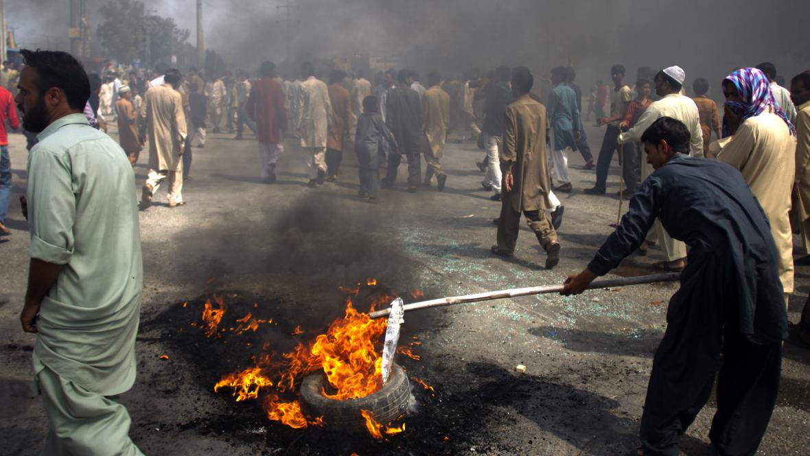 Pálení americké vlajky v Pákistánu