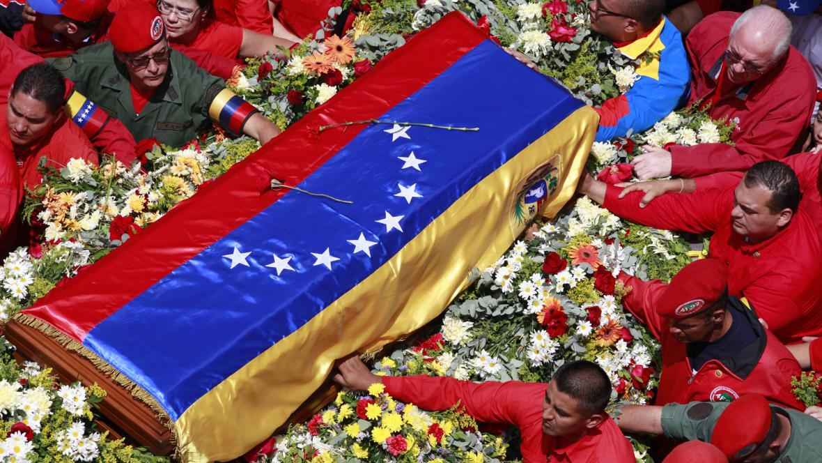 Rakev s ostatky Cháveze