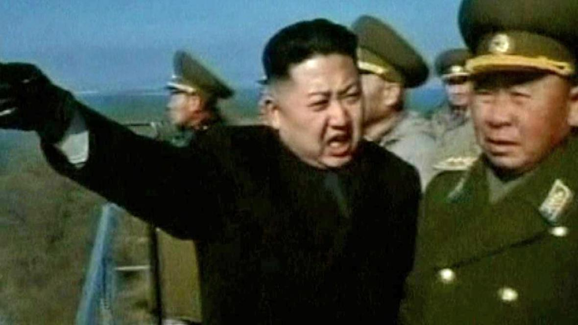 Kim Čong-un se svými důstojníky