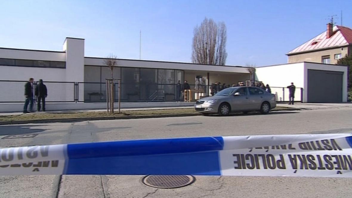 Bezpečnostní opatření před vilou Tugendhat při návštěvě českého a slovenského prezidenta