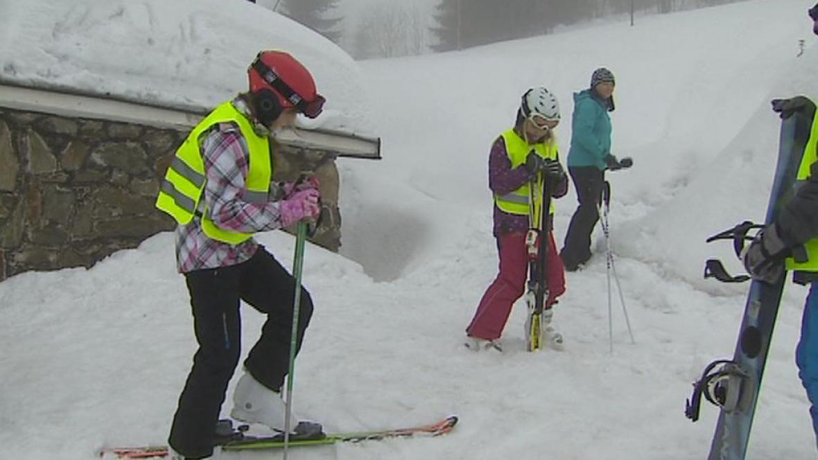 Žáci při lyžařském výcviku
