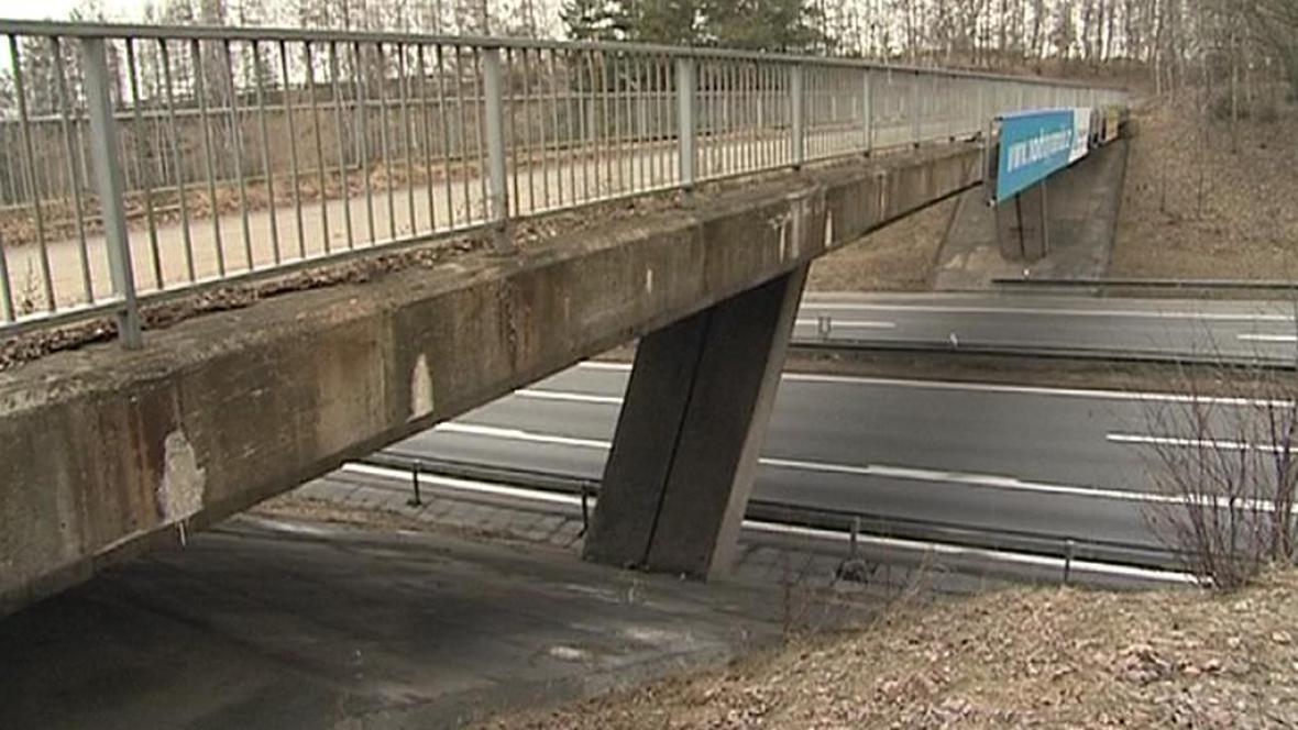 Most přes dálnici