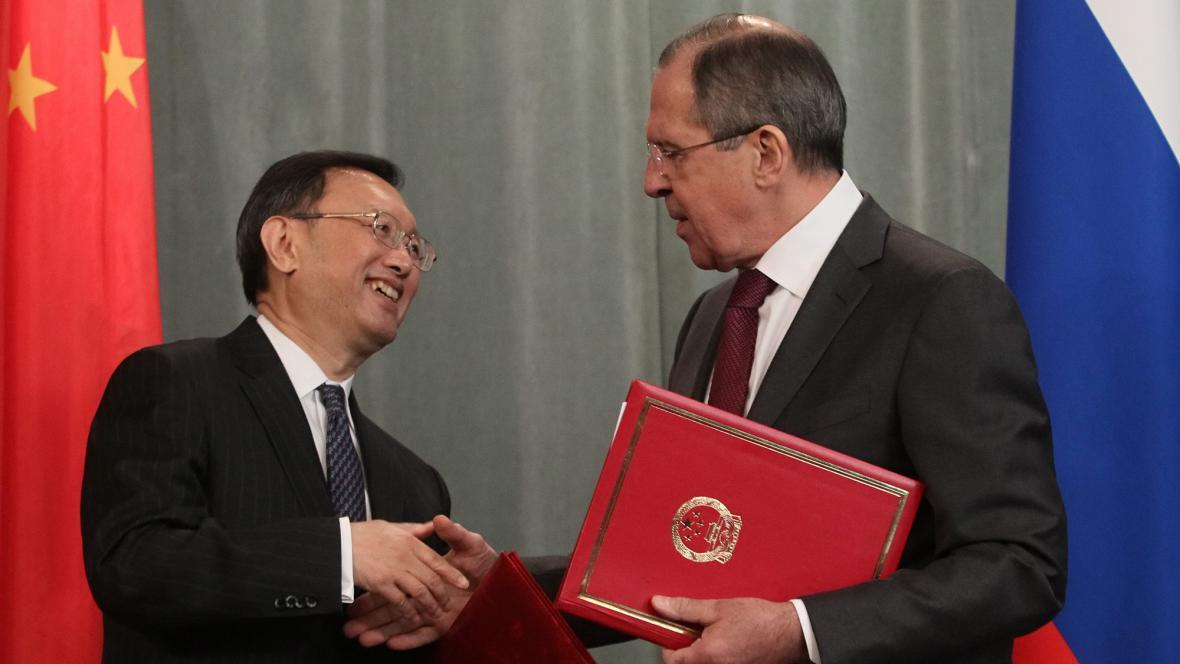 Jang Ťie-čch' a Sergej Lavrov