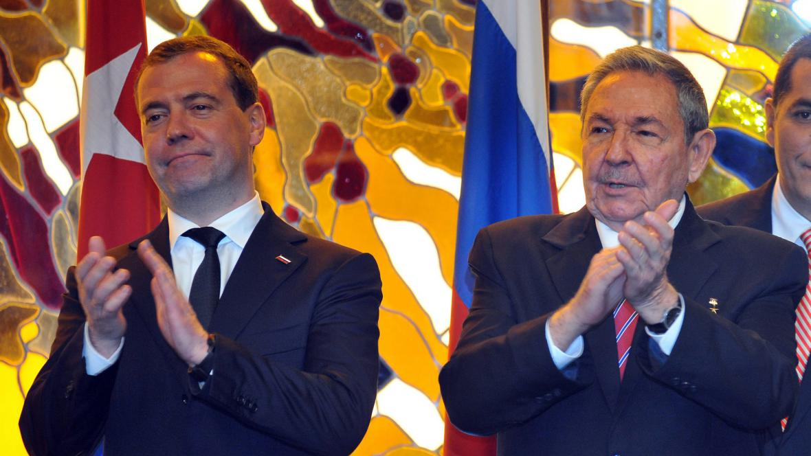 Dmitrij Medvěděv a Raúl Castro