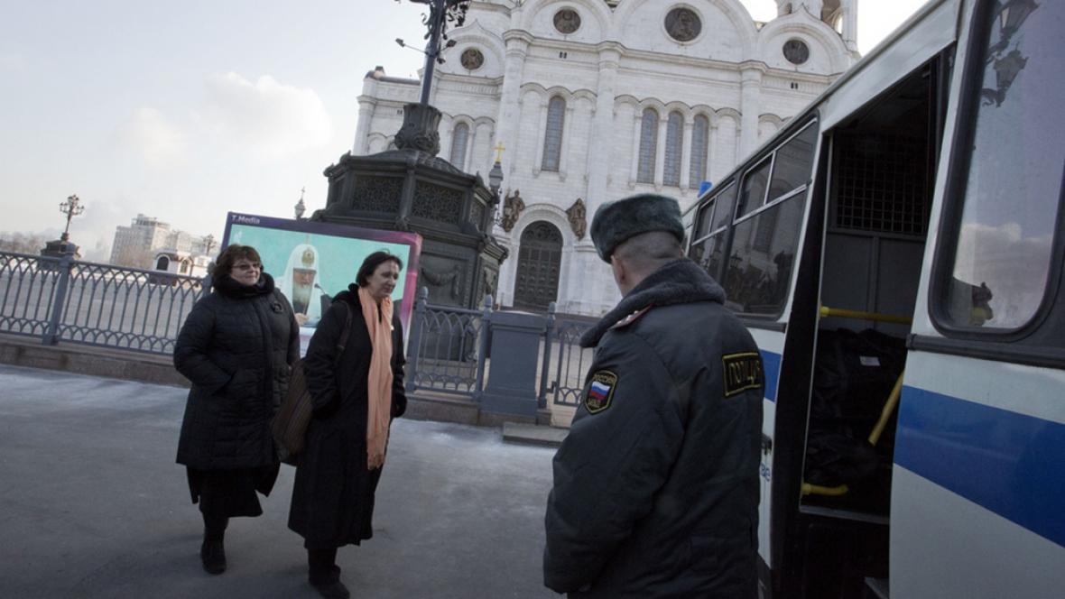 Policie zatkla dvě ženy u chrámu Krista spasitele