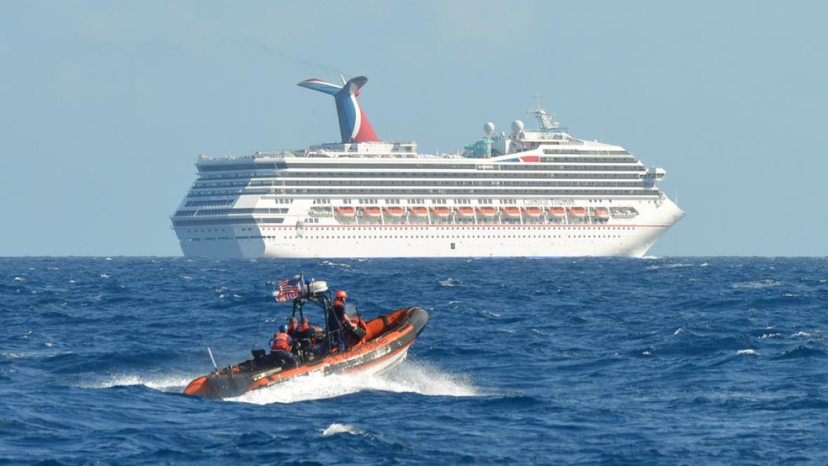 Poškozená loď Carnival Triumph