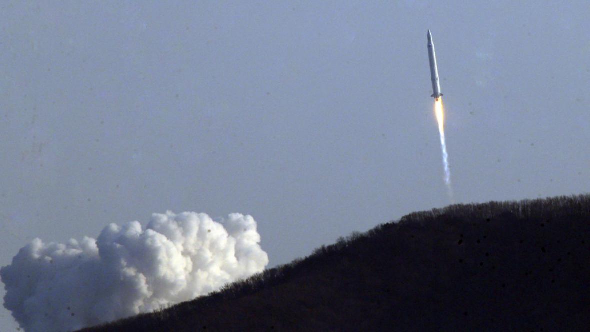 Jihokorejská raketa vynáší na oběžnou dráhu satelit