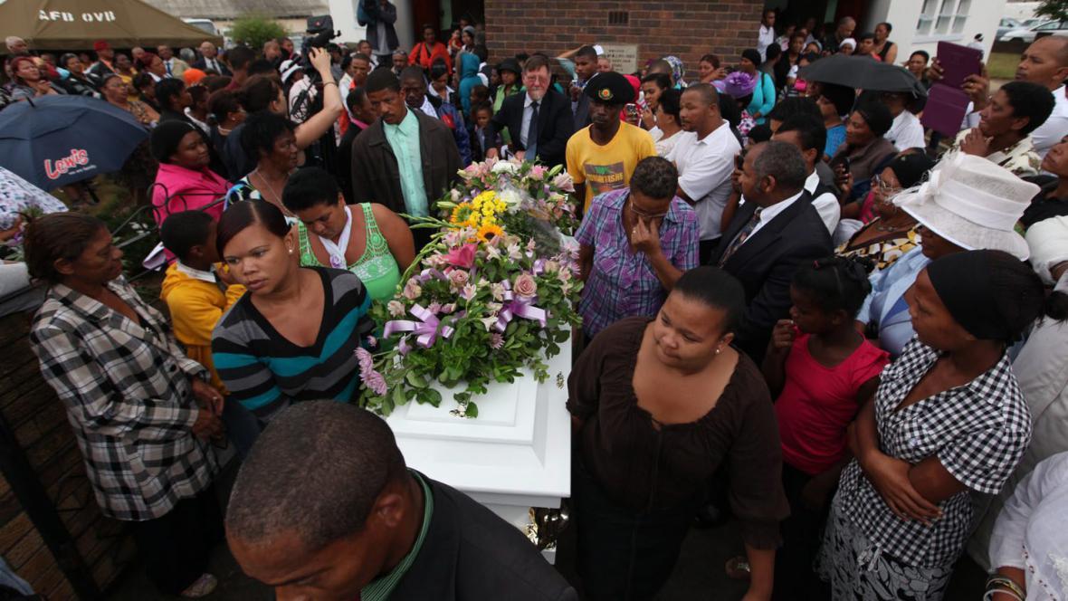 Pohřeb znásilněné dívky