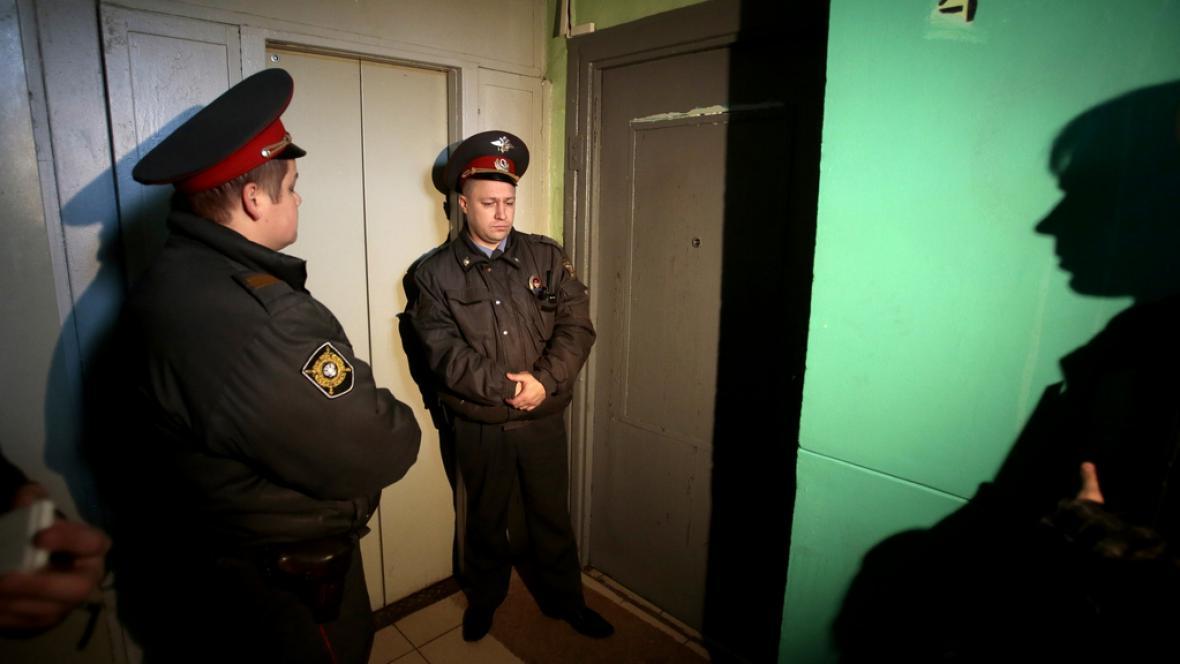 Ruská policie před bytem Sergeje Udalcova