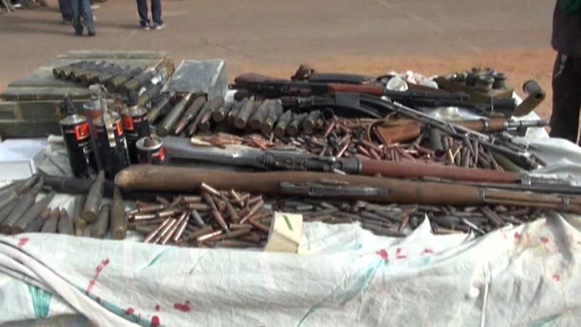 Malijci odevzdávají zbraně