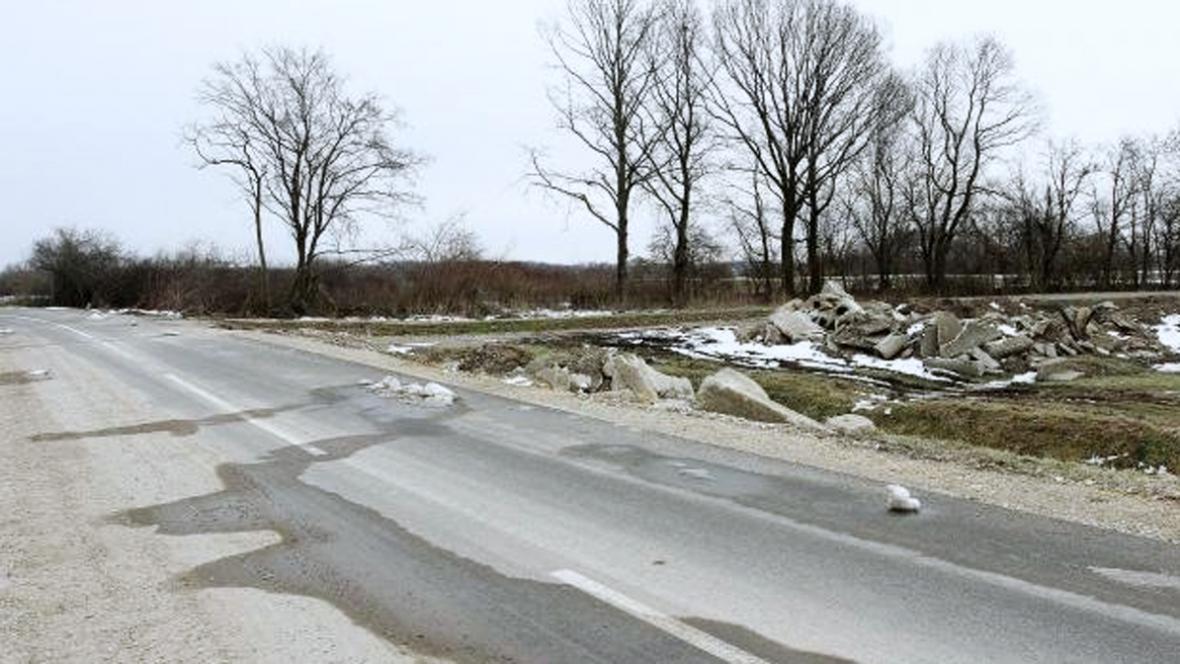 Silnice v Dekanovci končí v řece