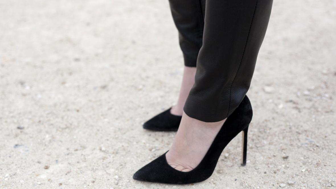 Ženy v Paříži si už oblékají kalhoty legálně