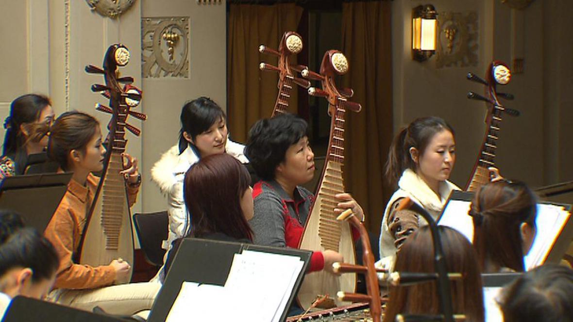 Zkouška čínského orchestru