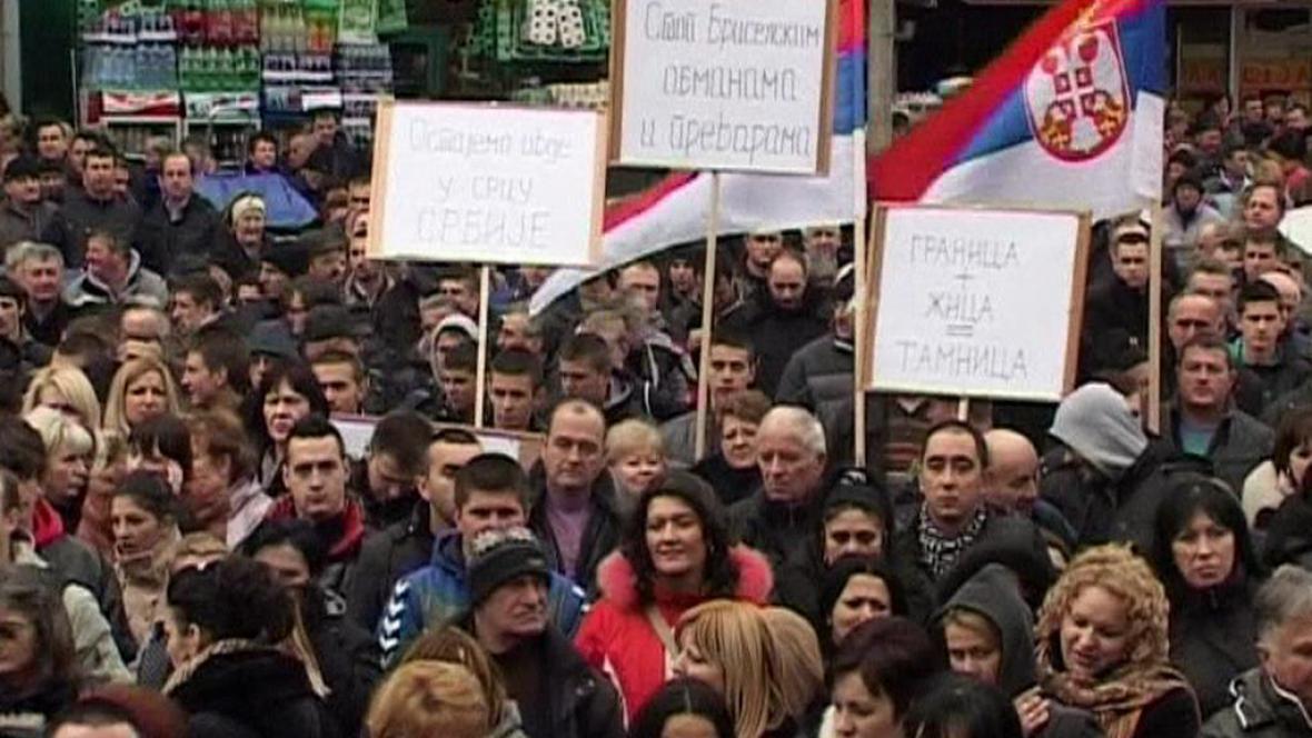 Severokosovští Srbové na demonstraci