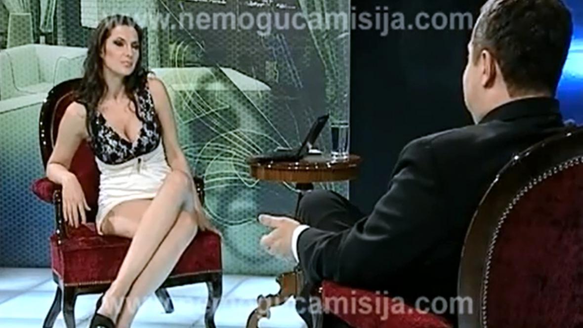 Ivica Dačić ve studiu se svůdnou moderátorkou