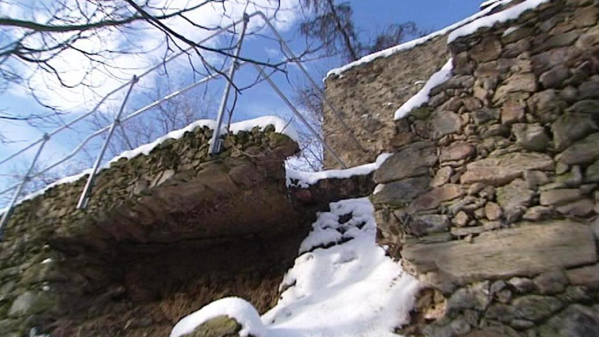 Zřícené hradby ve Stříbře