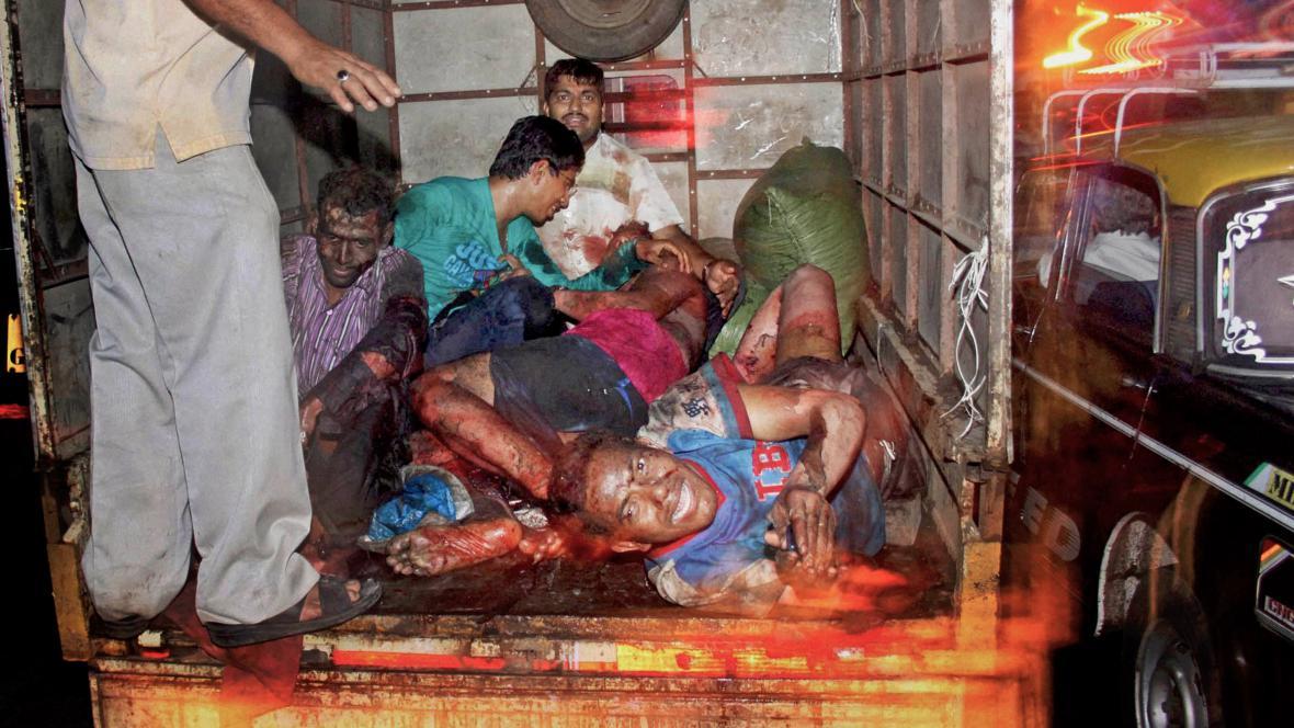 Lidé ranění při teroristickém útoku v Bombaji