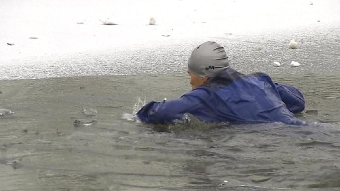Člověk v ledové řece