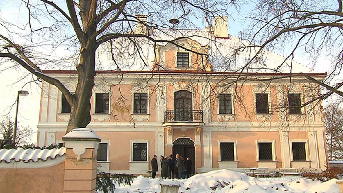 Horní zámek v Panenských Břežanech